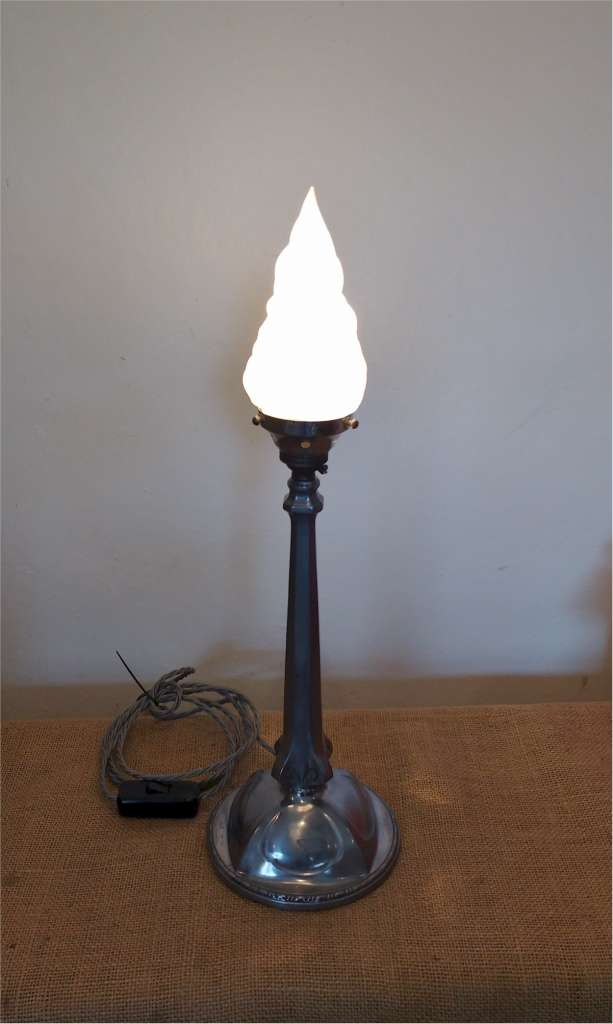 Continental arts and crafts table lamp with flame shade