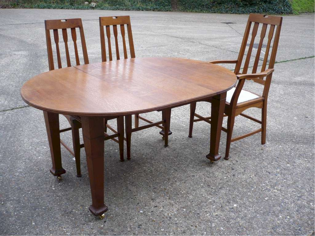 Arts and crafts circular extending dining table