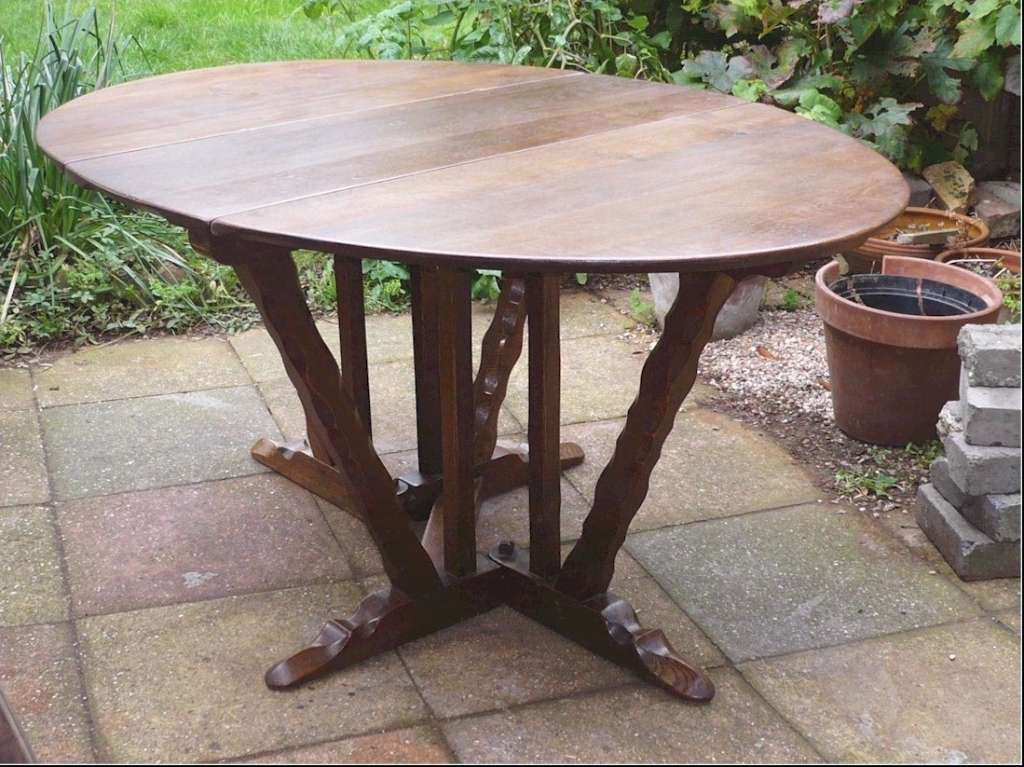Oval dining table , Romney Green