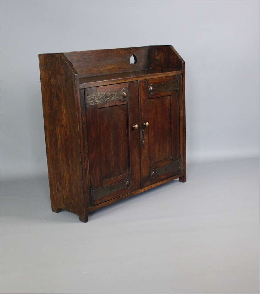 Arts and Crafts oak wall cabinet. c1900