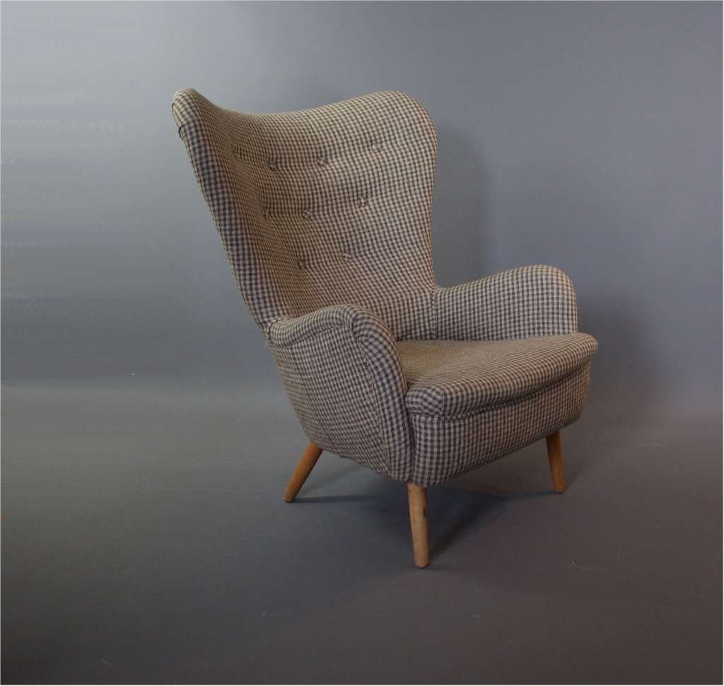 A DA1 chair designed in 1946 by Ernest Race