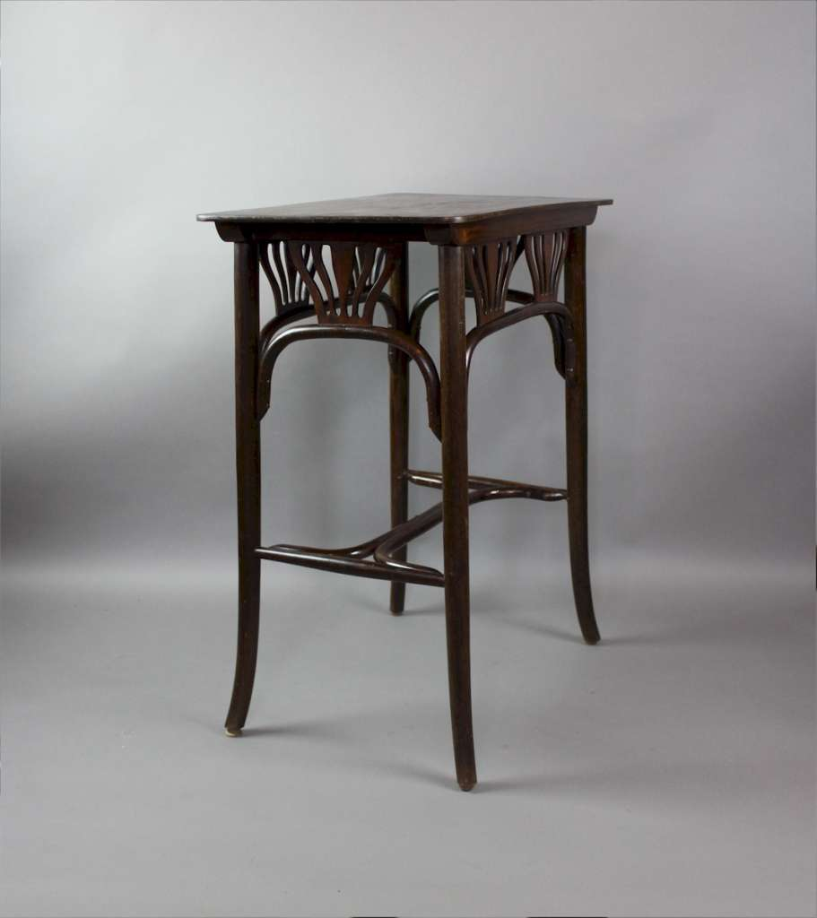 Bentwood occasional table No 21 by Kohn c1900