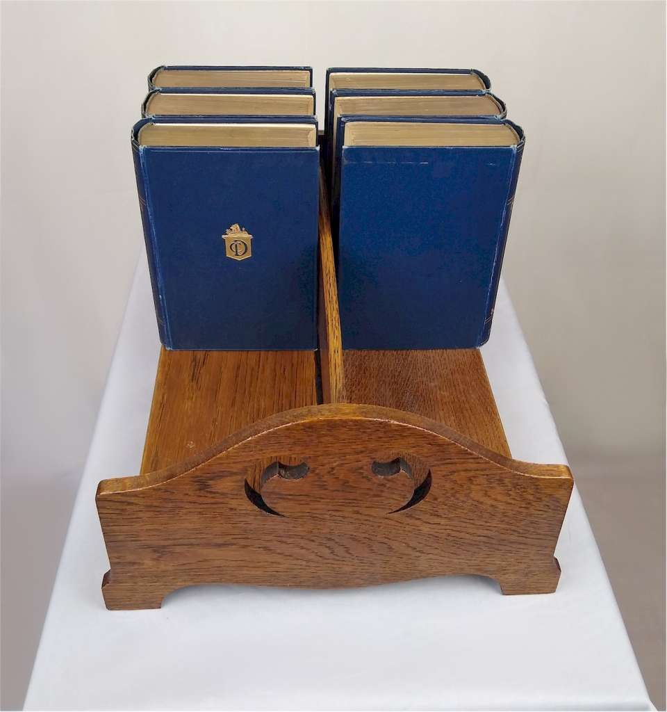 Arts and crafts double sided bookstand
