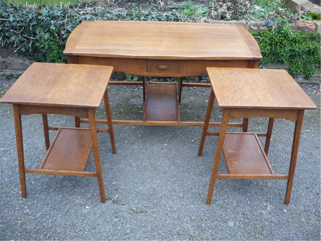 Arts and crafts nest of 3 tables in golden oak
