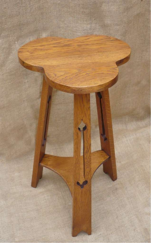 Pretty arts and crafts lamp table