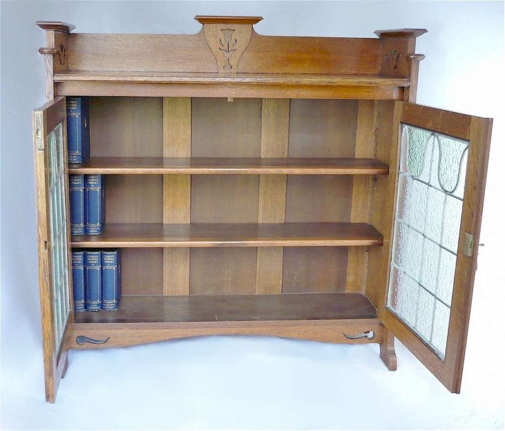 Arts and crafts bookcase in quartersawn golden oak