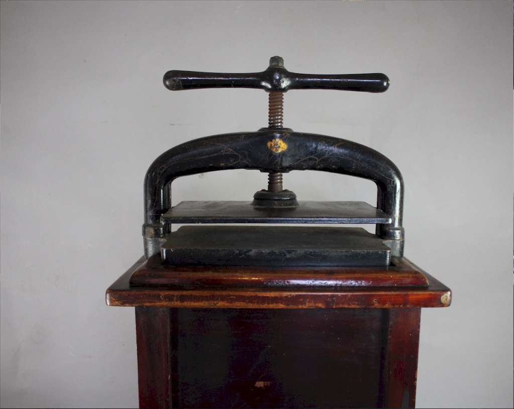 Victorian cast iron book press