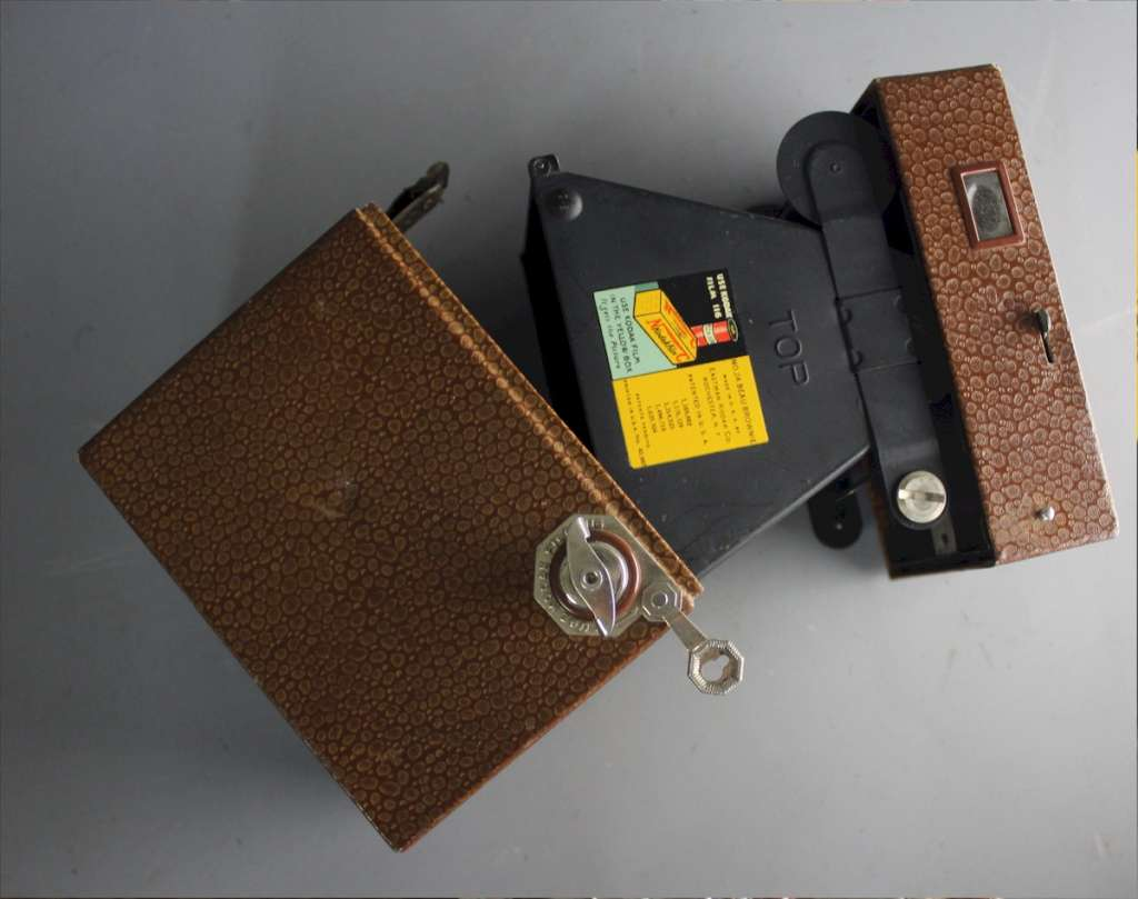 Kodak Brown No2A Beau Brownie Art Deco Box Camera