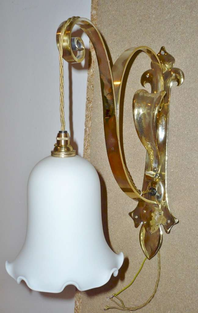 Impressive arts and crafts wall light in brass