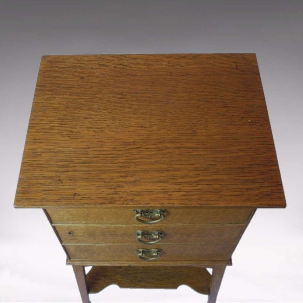 Arts and crafts side cabinet in golden oak
