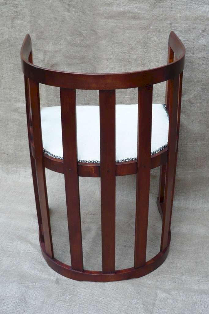 Arts and crafts tub shaped barrel chair