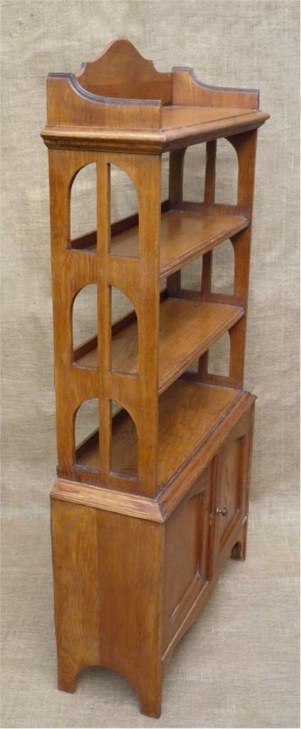 Arts and crafts bookcase in golden oak