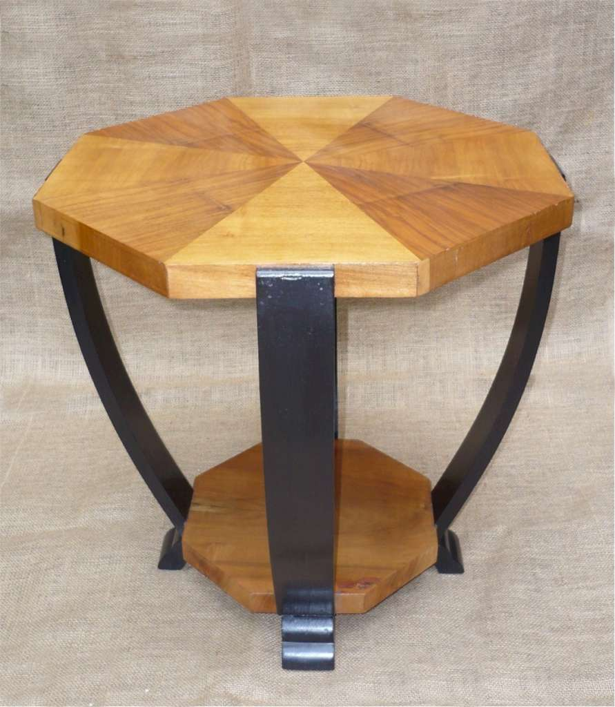 Art Deco occasional table in figured walnut