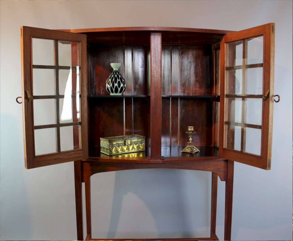 Glasgow School display cabinet by George Walton