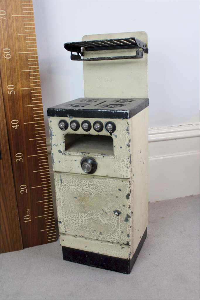 Model kitchen cooker from the 1950's