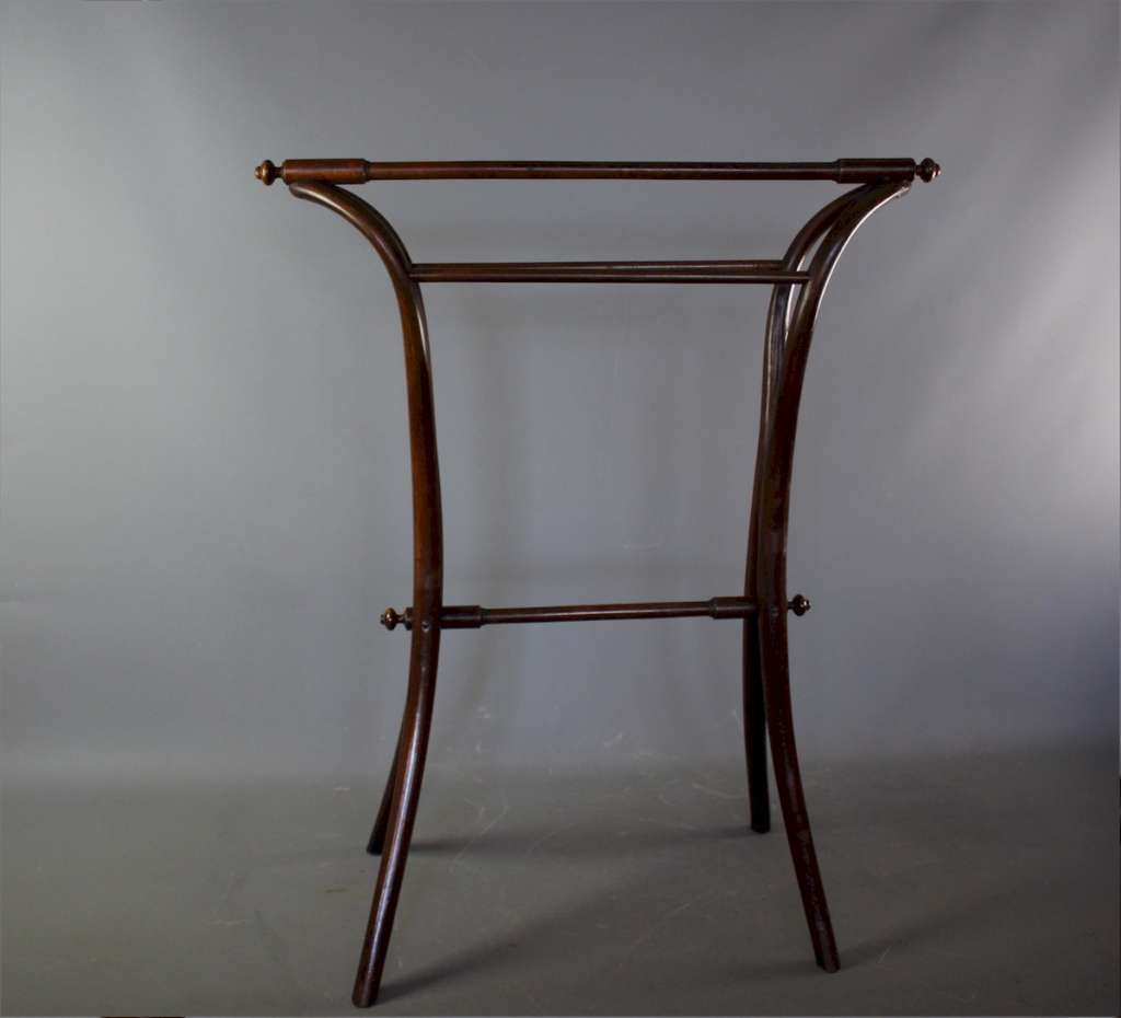 Bentwood towel rail by Thonet