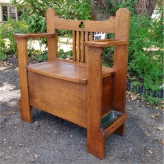 Arts and crafts hall seat/settle in golden oak with storage
