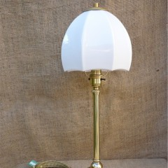 Unusual table lamp in brass with ceramic base