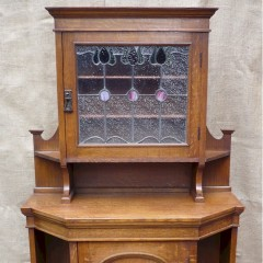Small arts and crafts sideboard in oak